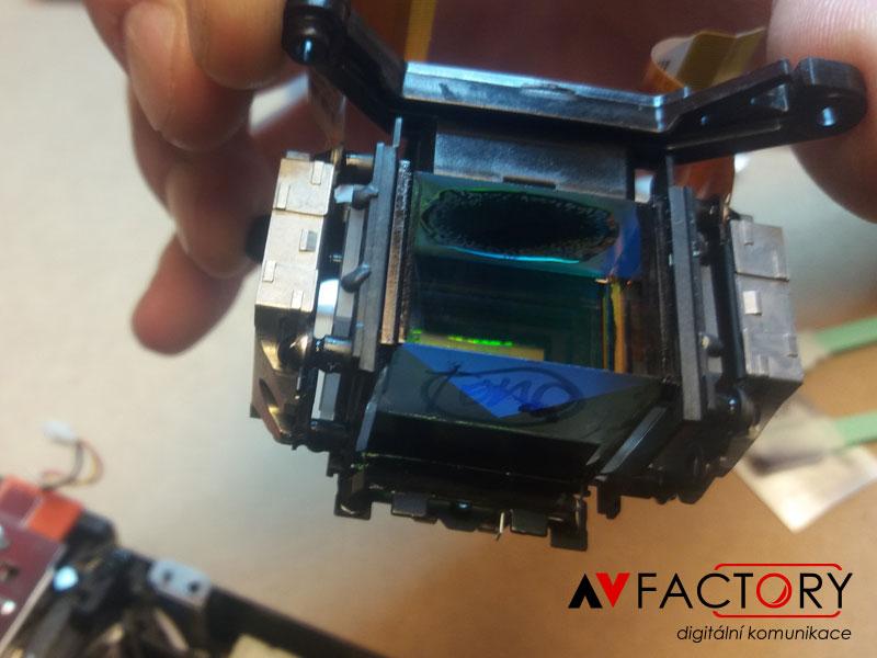 Zničení polarizačních filtrů ve velmi znečištěném projektoru